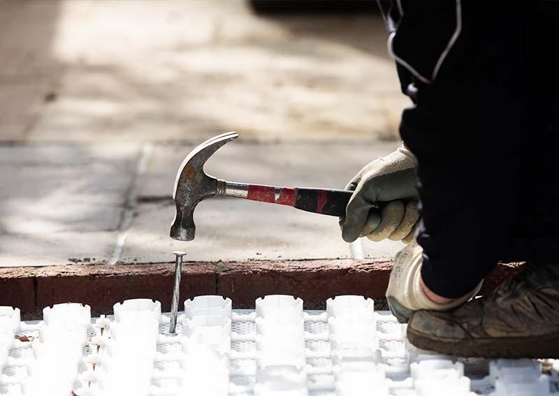 Gravel grid fixing grid gravel system