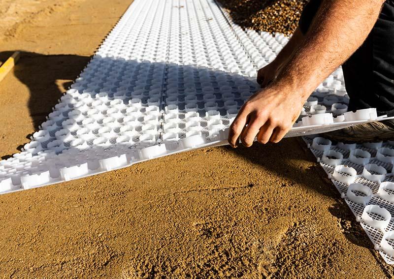 Gravel gridlaying gravel system